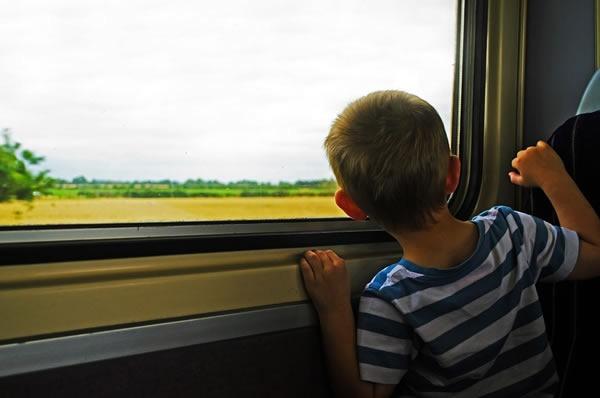 Voyage en train enfant